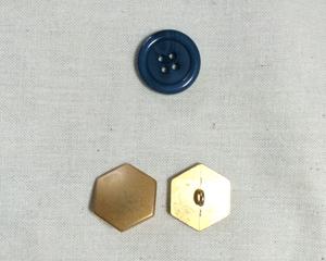 青緑ジャケット_六角形ボタン_ラ・ドログリー