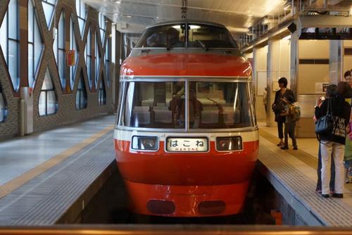 ロマンスカー_新宿駅